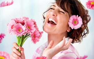 ワイズルーム 笑顔 女性 花